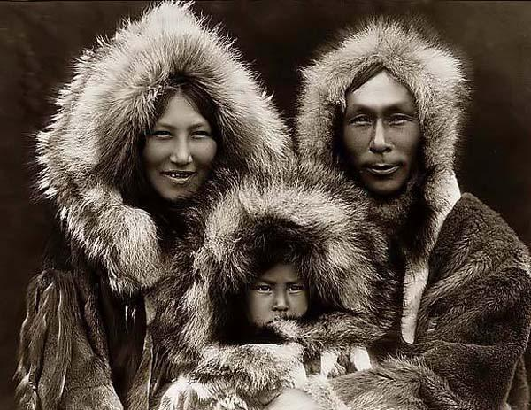 http://cdlanderson.files.wordpress.com/2009/04/eskimo-family.jpg